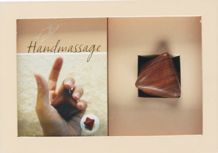 Handmassage boek en houten massagester