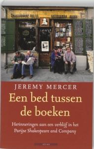Een bed tussen de boeken