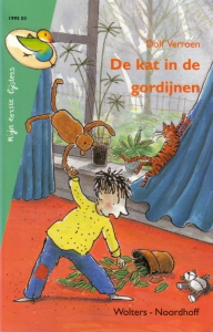 Kat in de gordijnen