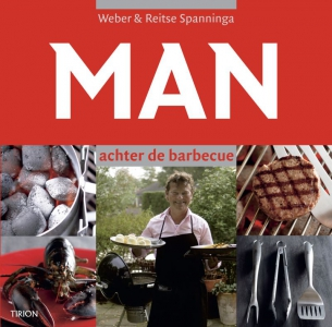 Man achter de barbecue