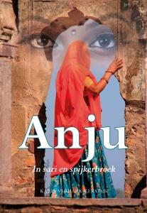 Anju in sari en spijkerbroek