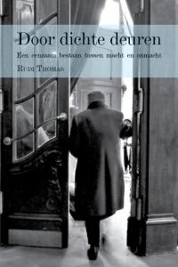 Door dichte deuren - Een eenzaam bestaan tussen macht en onmacht