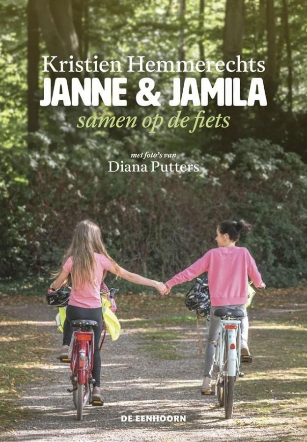 Janne en Jamila samen op de fiets